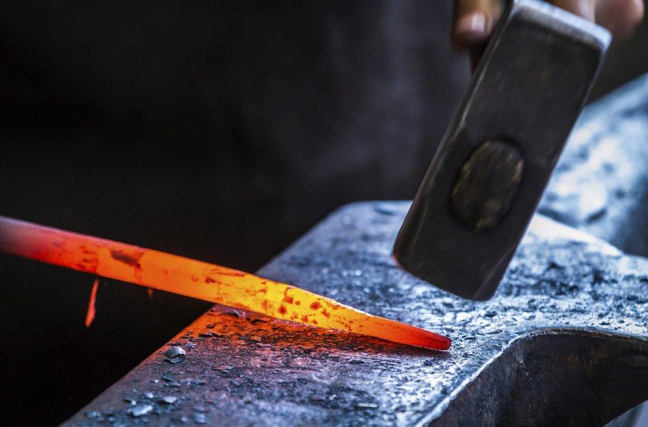 blacksmith anvil forging